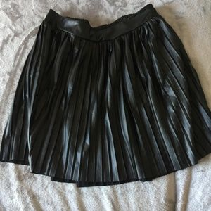 TORRID 1X Size 14-16 Black Pleated Mini Skirt
